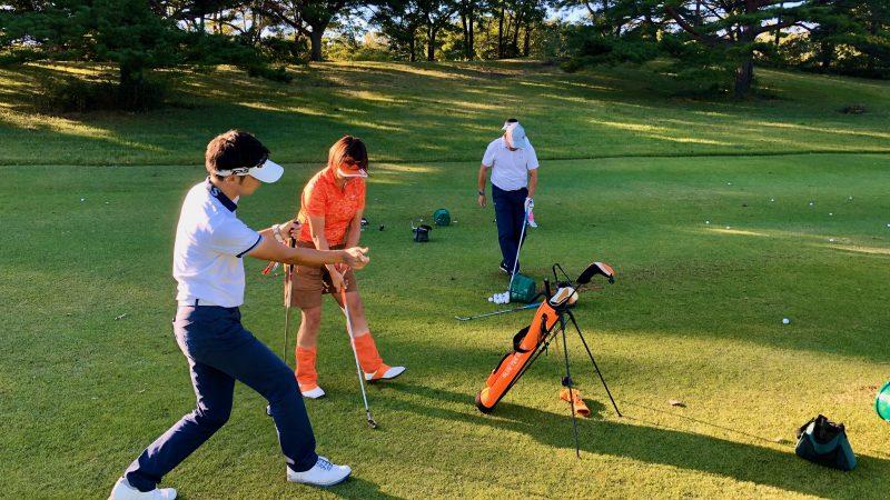 GEN-TENゴルフコースレッスントライフィールドFWからのショットスイングチェックの写真