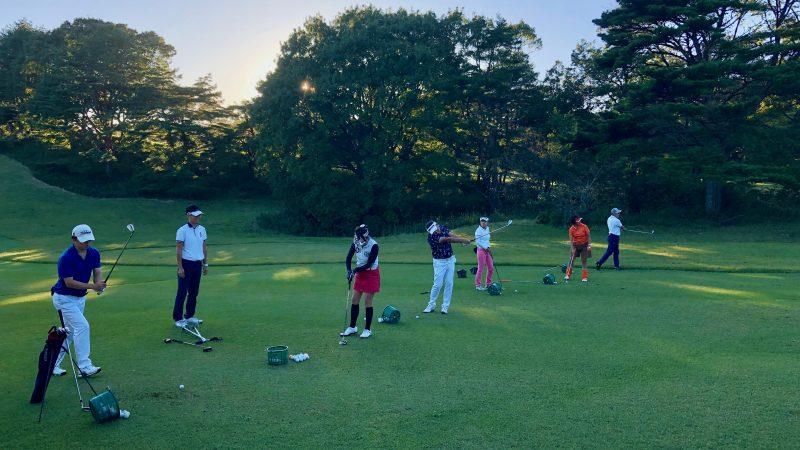 GEN-TENゴルフコースレッスントライフィールドアイアンショット練習の写真