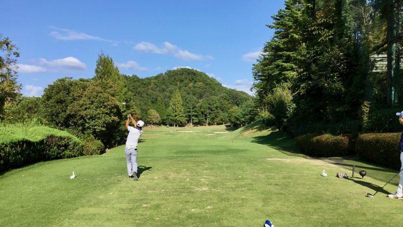 GEN-TENゴルフコースレッスンハーフラウンド千刈CCティショット3wの写真