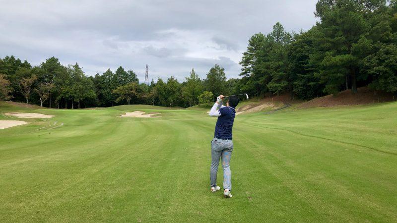 GEN-TENゴルフコースレッスンハーフラウンドレイクグリーンGCセカンドショットの写真