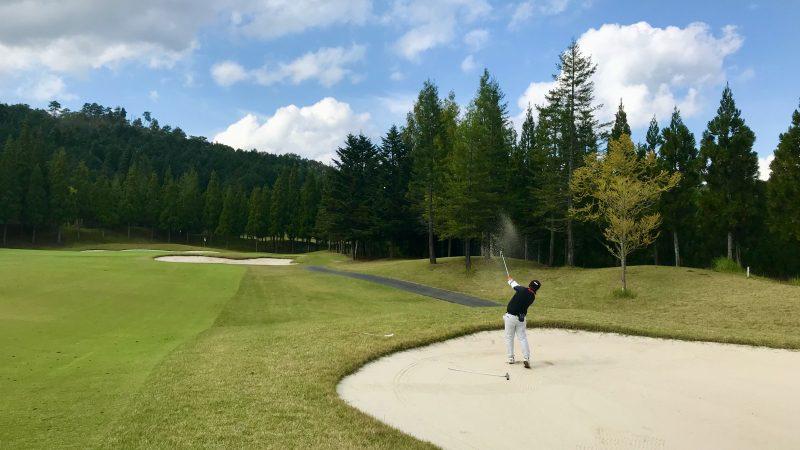 GEN-TENゴルフコースレッスンDC@JOYXGC15番ホールクロスバンカーからのショットの写真