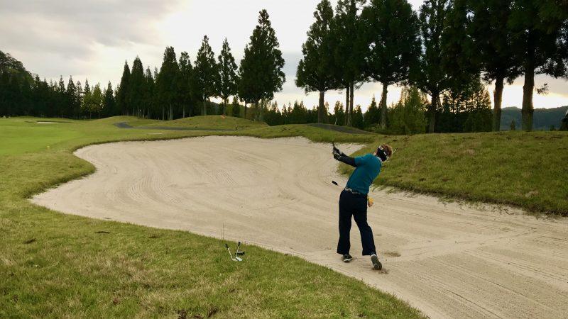 GEN-TENゴルフコースレッスンDC@JOYXGCクロスバンカーからのショットの写真