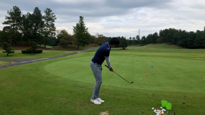 GEN-TENゴルフコースレッスンハーフラウンドレイクグリーンGCアプローチ練習の写真