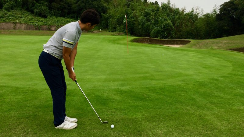 GEN-TENゴルフコースレッスンスコアアップショートゲームグリーンエッジからのアプローチの写真