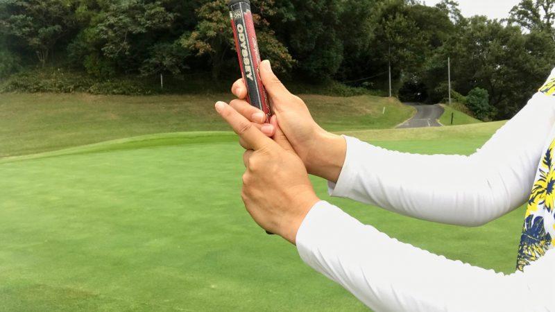 GEN-TENゴルフコースレッスンリバースオーバーラッピング両手の写真