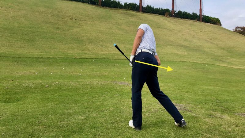 GEN-TENゴルフコースレッスン腰の回し方後方からの写真