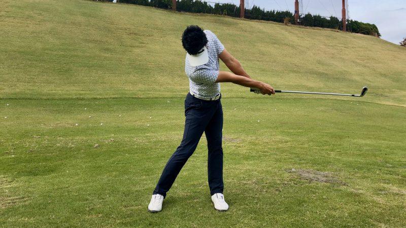 GEN-TENゴルフコースレッスン腰の回し方フォローの写真