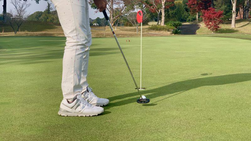 GEN-TENゴルフコースレッスンショートパット後方からの写真