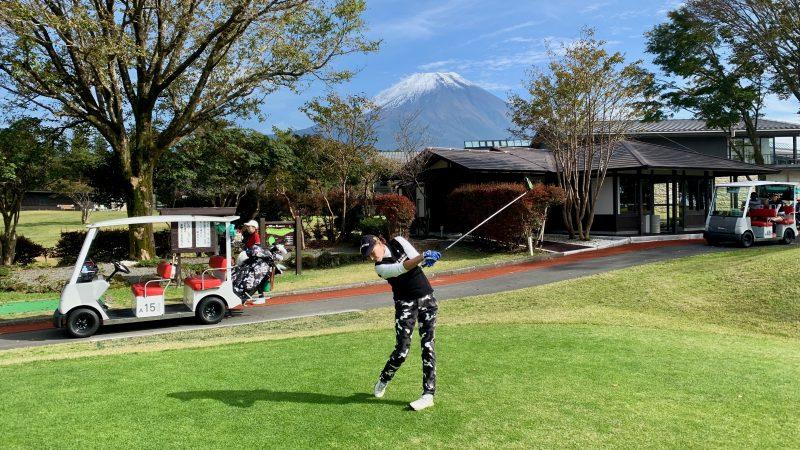 GEN-TENゴルフコースレッスンDC朝霧CCドライバー素振りの写真