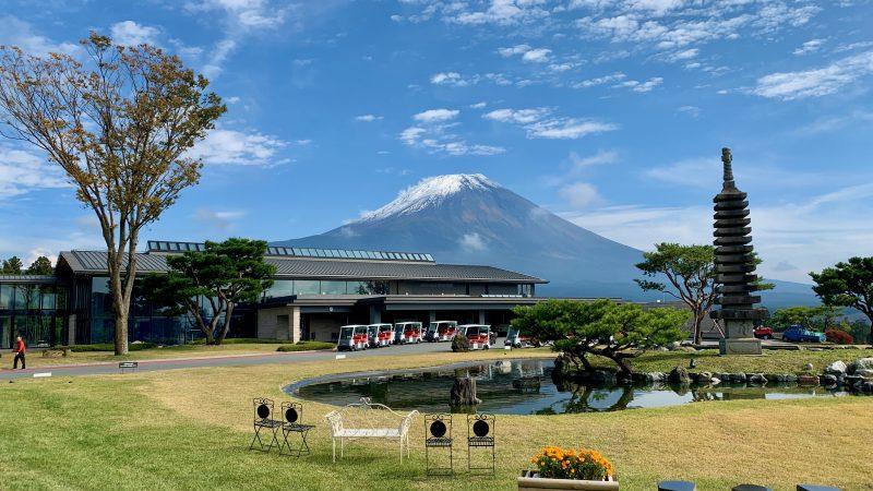 GEN-TENゴルフコースレッスンDC朝霧CCクラブハウスと富士山の写真③