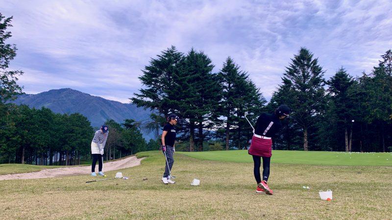 GEN-TENゴルフコースレッスンDC朝霧CCアプローチ練習後方からの写真②