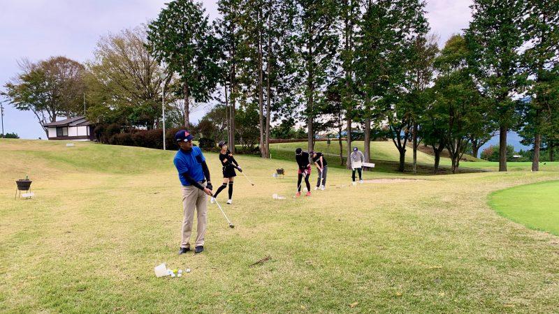 GEN-TENゴルフコースレッスンDC朝霧CCアプローチ練習正面からの写真
