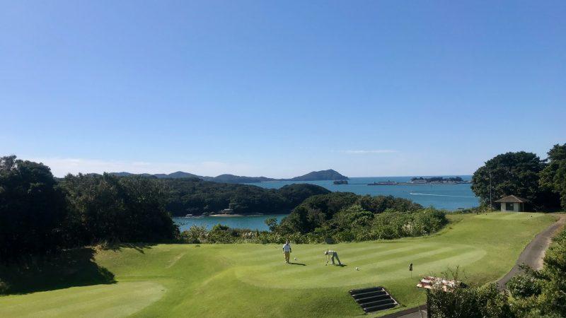 GEN-TENゴルフコースレッスン浜島CCティーインググラウンドと海の写真