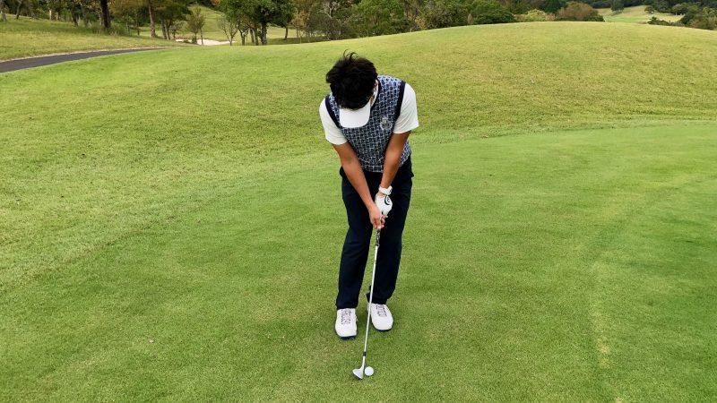 GEN-TENゴルフコースレッスン軸足アプローチ左足軸アドレスの写真