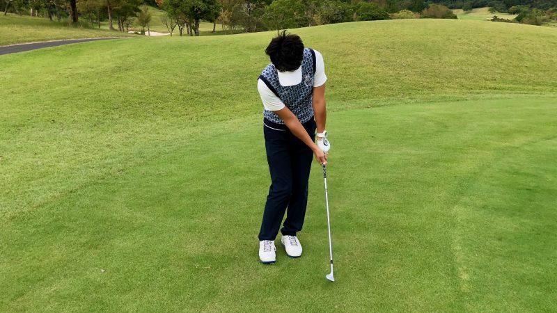 GEN-TENゴルフコースレッスン軸足アプローチフォローの写真