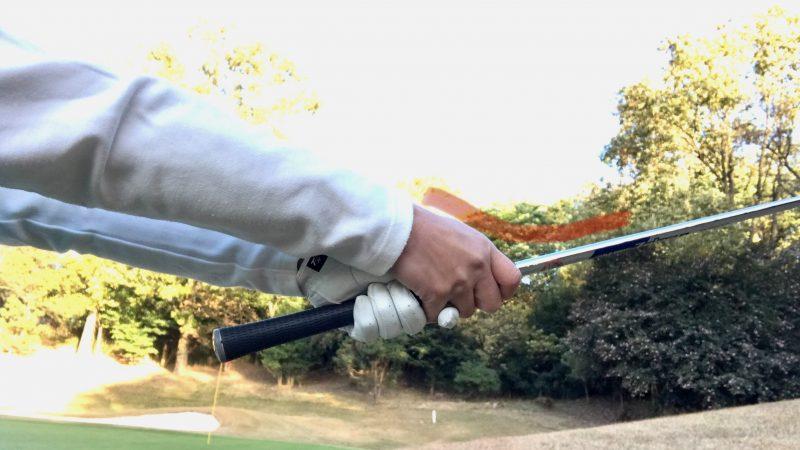 GEN-TENゴルフコースレッスンバンカー内アプローチ手首の角度の写真②