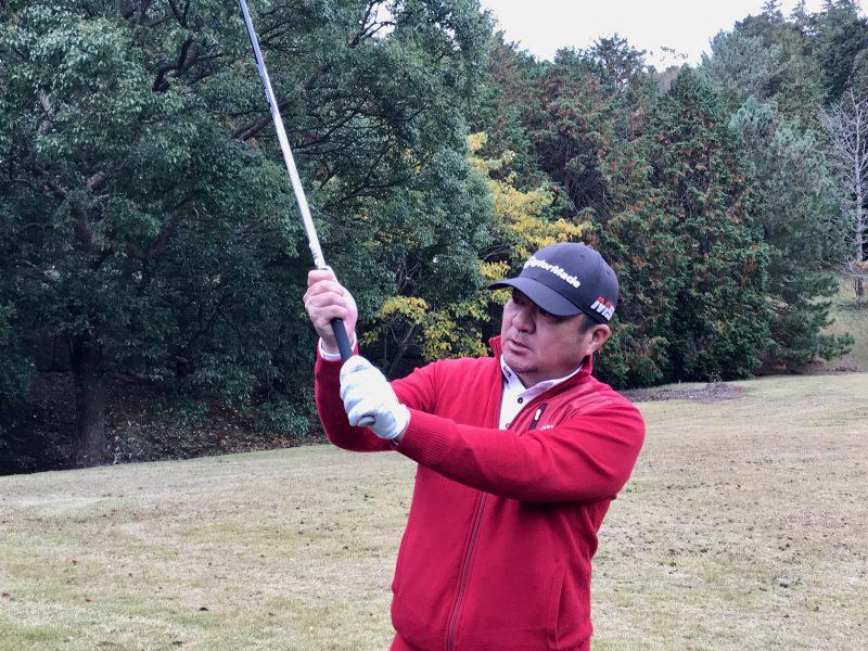 GEN-TENゴルフコースレッスンプッシュスライス対処法スプリットハンドグリップの写真