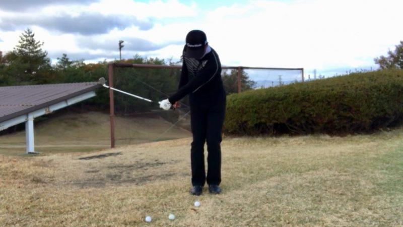 GEN-TENゴルフコースレッスン左片腕テークバックの写真