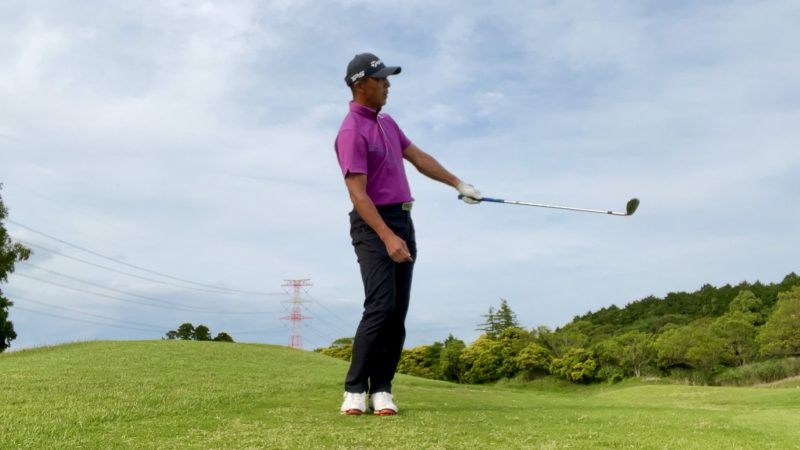 GEN-TENゴルフコースレッスンアプローチドリル左片腕フィニッシュ