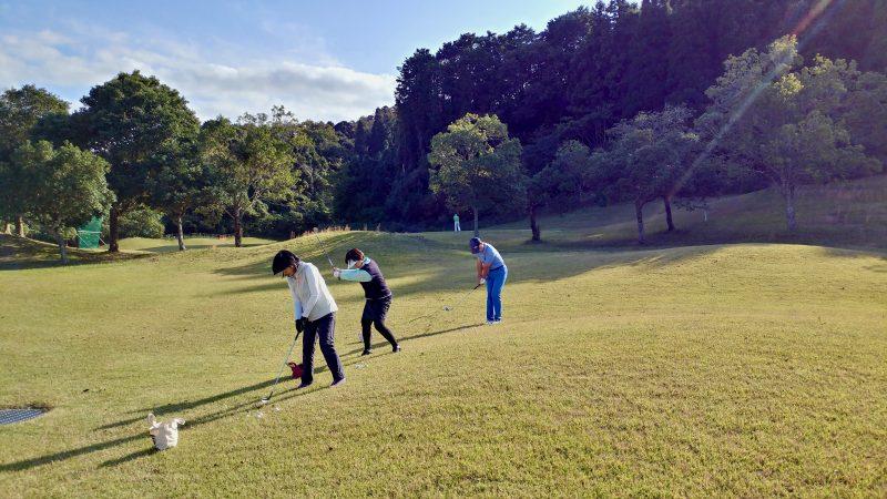 GEN-TENゴルフコースレッスン傾斜左足上がりのアプローチの写真