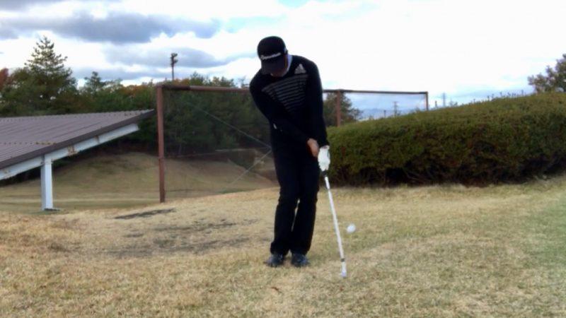 GEN-TENゴルフコースレッスンクロスハンドグリップインパクトの写真