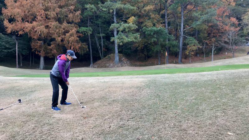 GEN-TENゴルフコースレッスン千刈CCハーフラウンドアプローチショットの写真