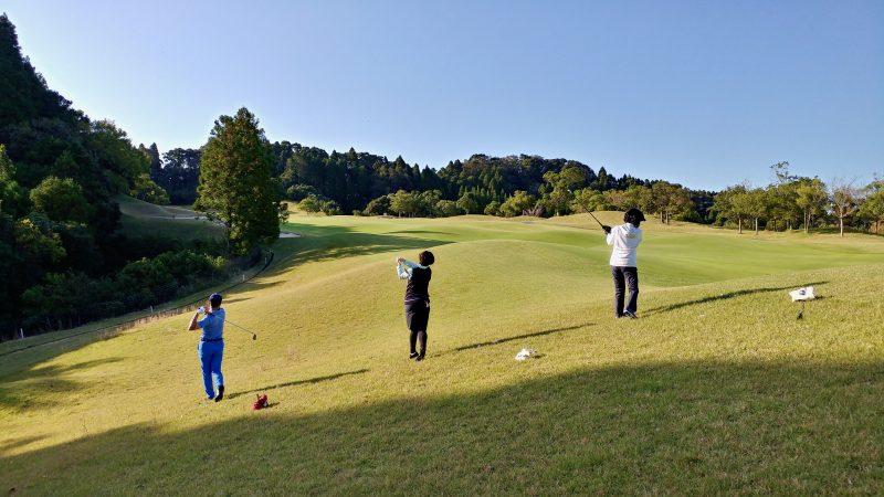 GEN-TENゴルフコースレッスン傾斜前上がりからショットの写真