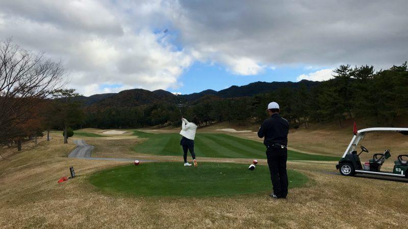 GEN-TENゴルフコースレッスン六甲CCコースレッスン10番ティショットの写真