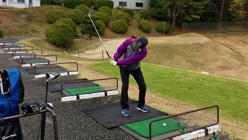 GEN-TENゴルフコースレッスン千刈CCロングゲームレッスンバックスイングの写真