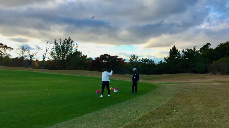 GEN-TENゴルフコースレッスン六甲CC定点練習フェアウェイウッドの写真