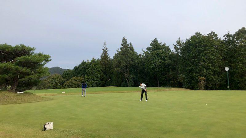 GEN-TENゴルフコースレッスン名古屋グリーンCCパッティング練習距離合わせの写真