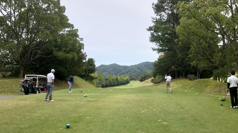 GEN-TENゴルフコースレッスン名古屋グリーンCC定点練習ドライバーショットの写真