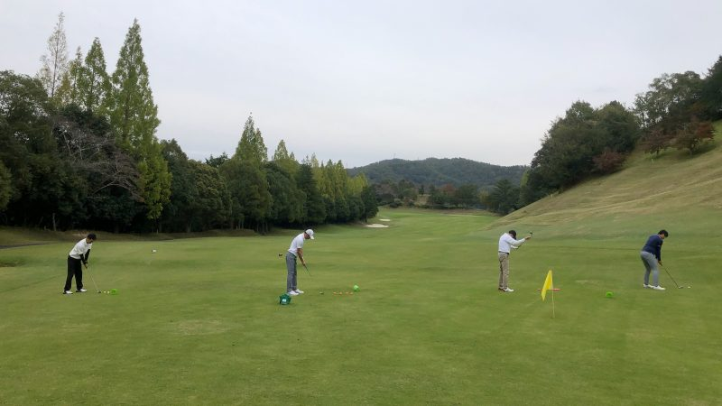 GEN-TENゴルフコースレッスン名古屋グリーンCC定点練習アイアンショットの写真