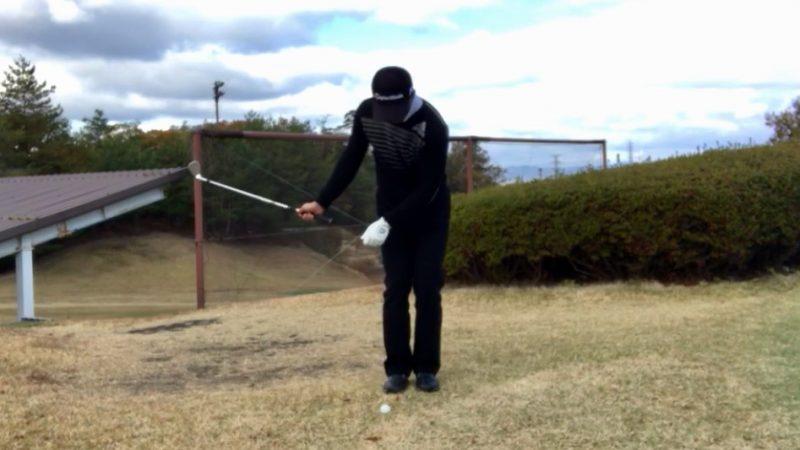 GEN-TENゴルフコースレッスン右片腕テークバックの写真