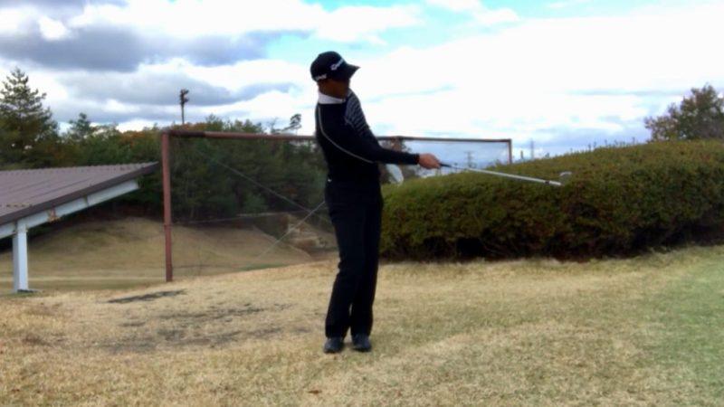 GEN-TENゴルフコースレッスン右片腕フィニッシュの写真