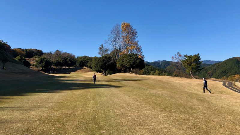 GEN-TENゴルフコースレッスン飯能パークCCハーフラウンド1番ホールフェアウェイの写真