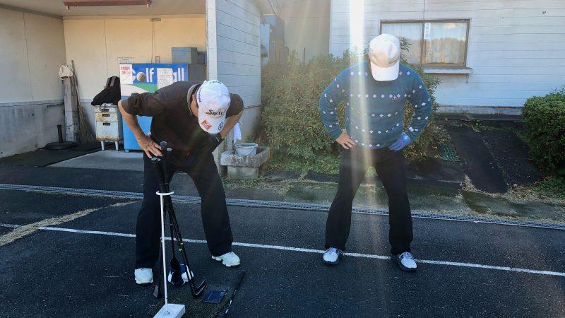 GEN-TENゴルフコースレッスン前傾姿勢骨盤の動きチェックの写真