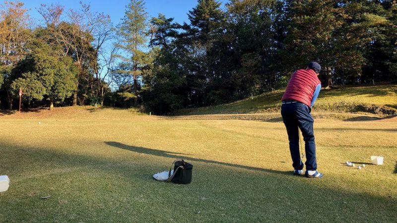 GEN-TENゴルフコースレッスン飯能パークCC定点練習グリーン右からのアプローチの写真