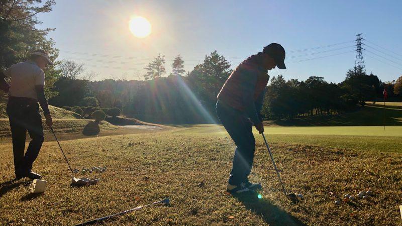 GEN-TENゴルフコースレッスン飯能パークCC定点練習グリーン奥からのアプローチの写真