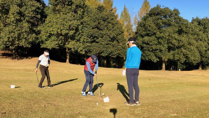 GEN-TENゴルフコースレッスン飯能パークCC定点練習左足下がりからのショットの写真