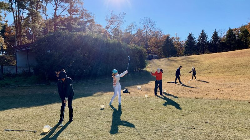GEN-TENゴルフコースレッスン高坂CCアプローチ練習場50yアプローチの写真