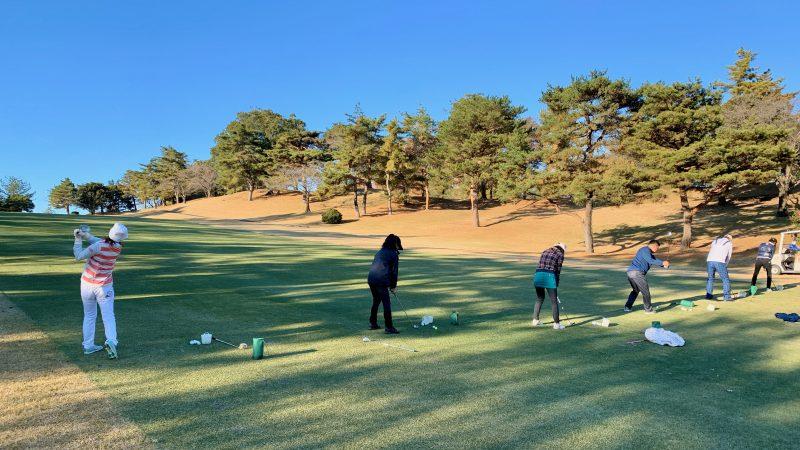 GEN-TENゴルフコースレッスン高坂CC定点練習アイアンショットの写真