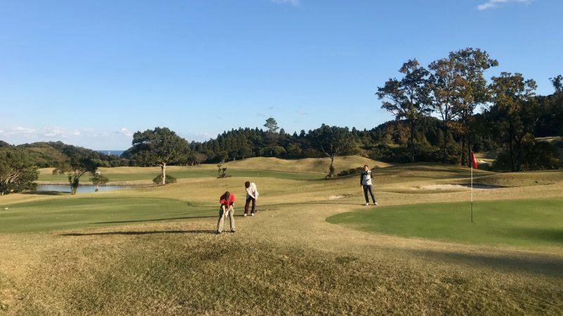 GEN-TENゴルフコースレッスン宮崎強化合宿青島GCハーフラウンドアプローチショットの写真