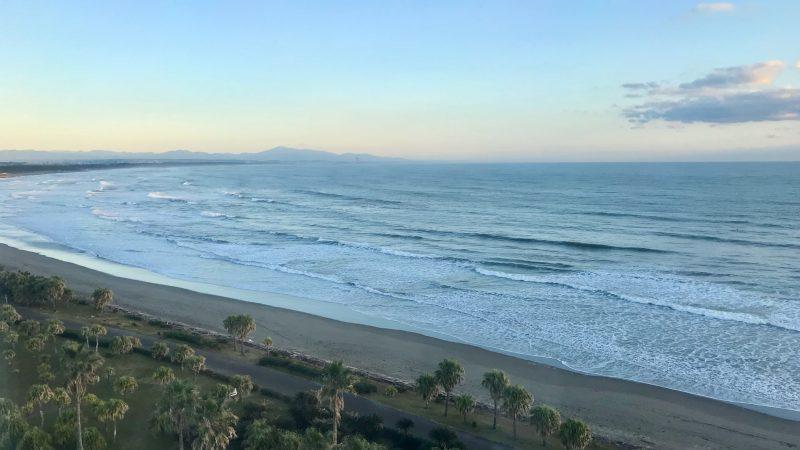 GEN-TENゴルフコースレッスン宮崎強化合宿ホテルから見た海の写真