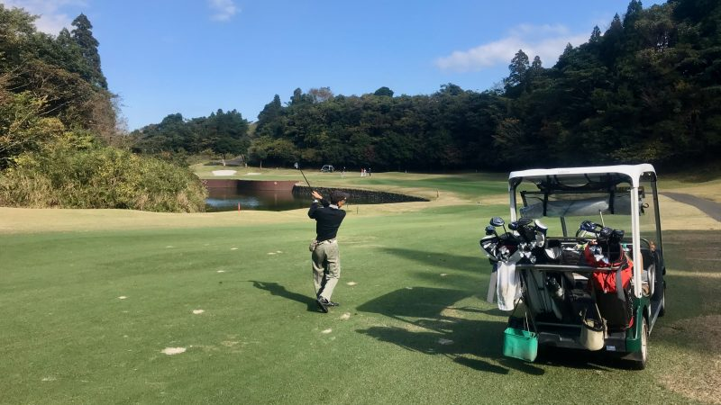 GEN-TENゴルフコースレッスン宮崎強化合宿青島GCラウンドアイアンショットの写真