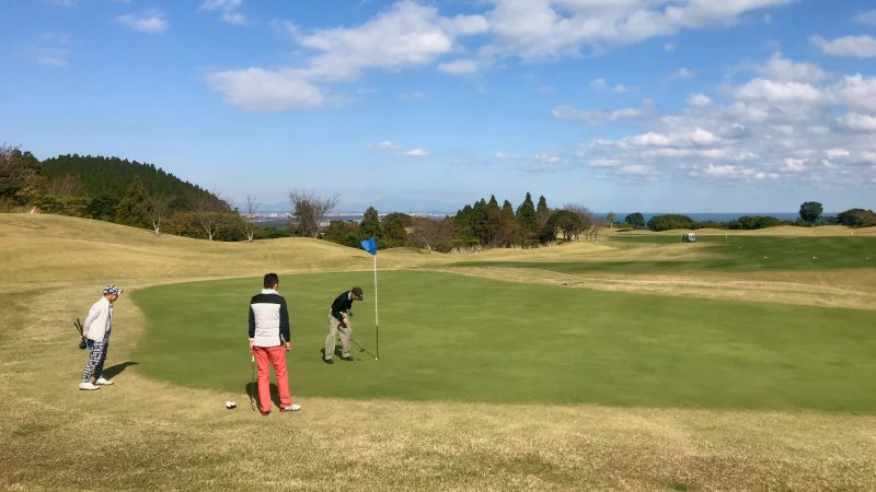 GEN-TENゴルフコースレッスン宮崎強化合宿青島GCラウンドショートパットの写真