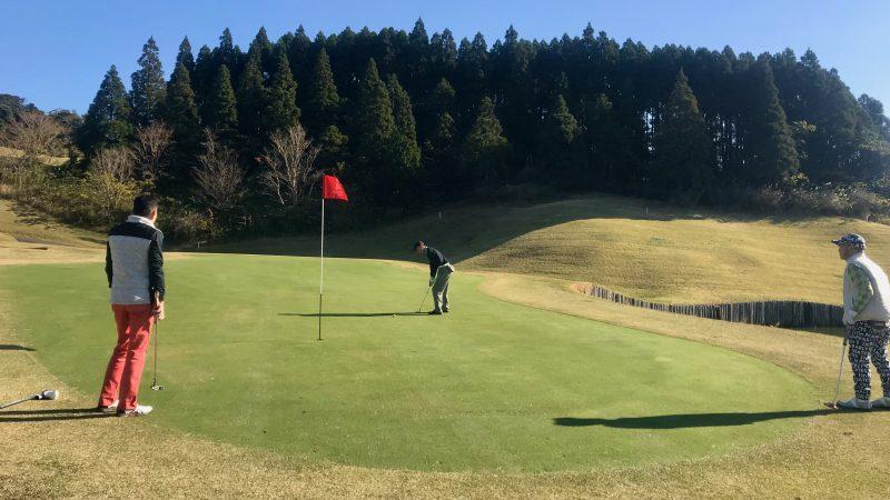 GEN-TENゴルフコースレッスン宮崎強化合宿青島GCラウンドミドルパットの写真