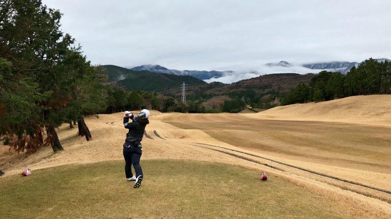 GEN-TENゴルフコースレッスン稲取GCPar5ドライバーショットの写真