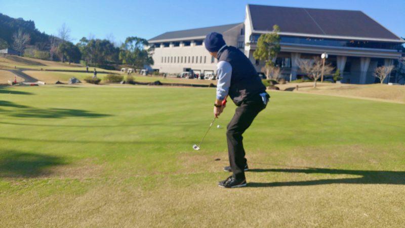 GEN-TENゴルフコースレッスンショートゲームパターでアプローチの写真