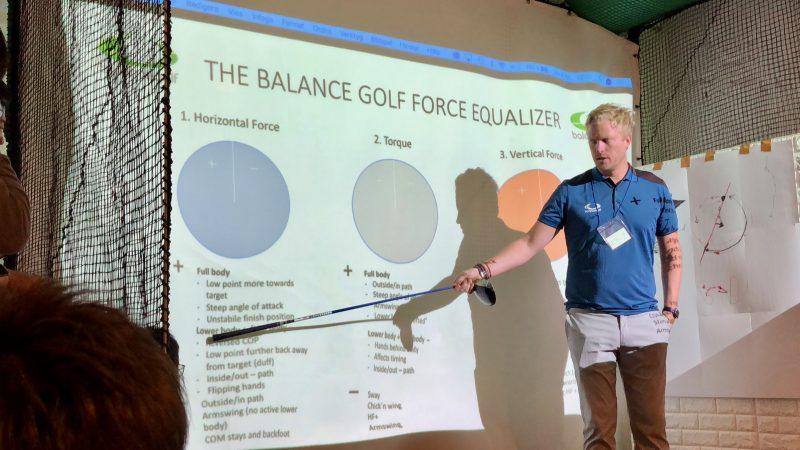 GEN-TENゴルフコースレッスンスイングカタリストセミナー講義の写真